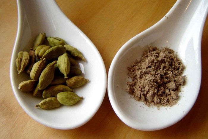 home remedies for bloated stomach cardamom