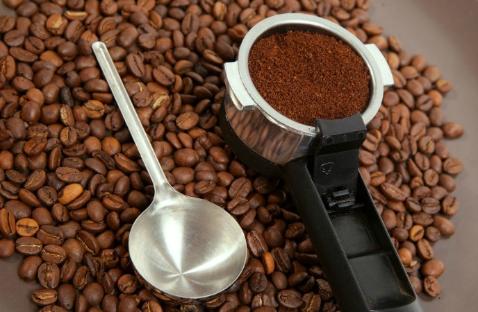 how to remove dead skin cells ground coffee Coffee Scrub Before And After How To Make Your Own Coffee Body Scrub For Smooth Skin